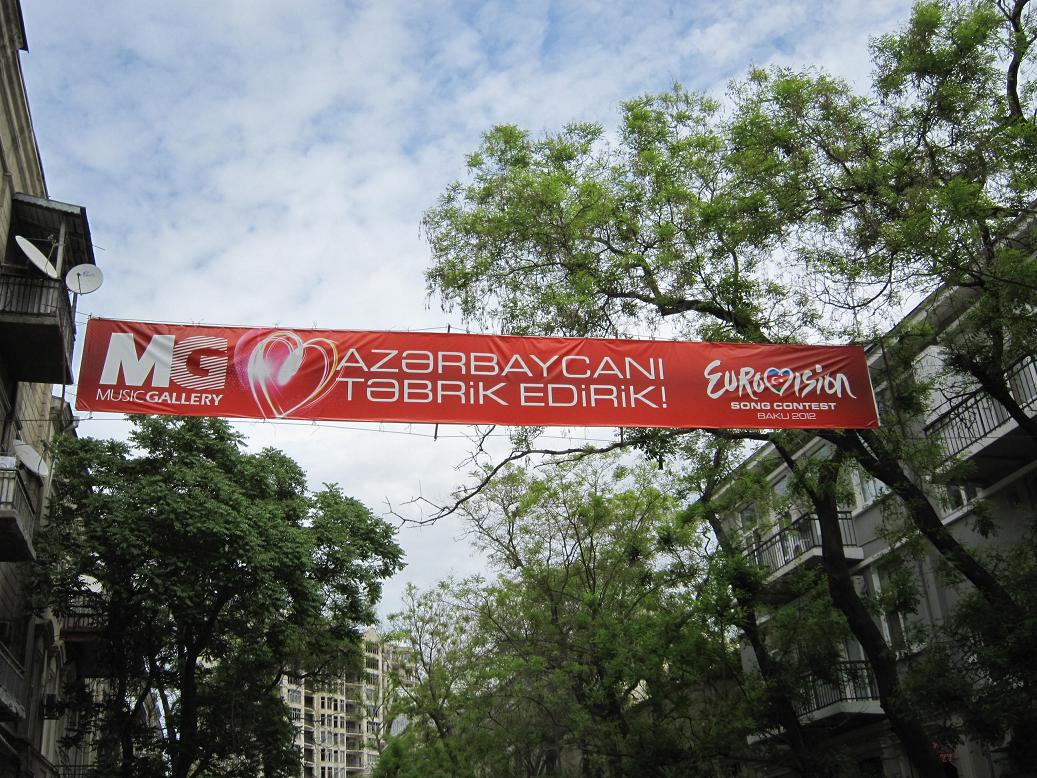 Eurovision 2012 Banner über der Straße in Baku. Foto: Wolfgang Hesseler