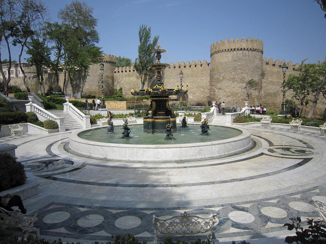 Altstadtmauer in Baku. Foto: Wolfgang Hesseler